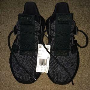 Big Kids Adidas shoes size 5